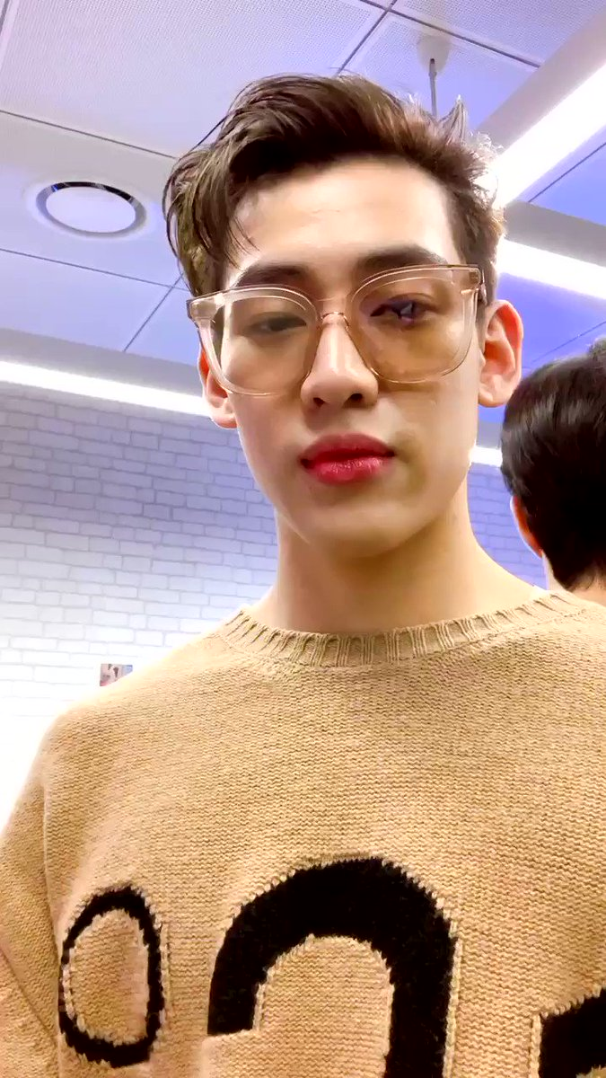 [ #TwitterBlueroom 360 ] Here comes #Mark #BamBam  Youtube  MelOn  Vibe   #GOT7 #갓세븐 @GOT7Official #IGOT7 #아가새 #GOT7_BreathofLove_LastPiece #GOT7_Breath #GOT7_LASTPIECE