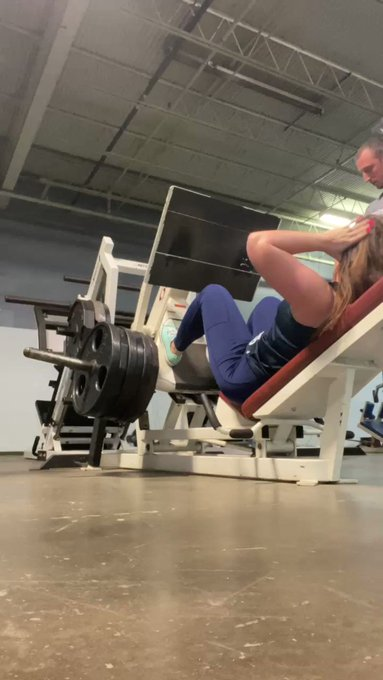 Leg press pr. 600Lbs for 5 https://t.co/GC1qM9yYBC