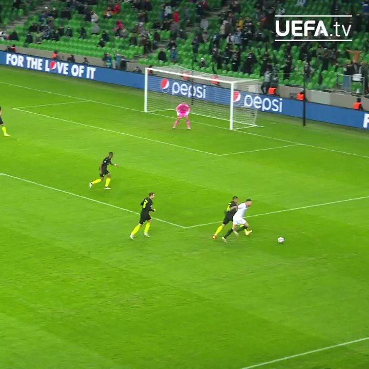 🔴⚪️ イバン・ラキティッチのハーフボレー弾!🔝  #UCL | @SevillaFC_JA