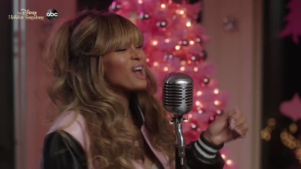 I had so much fun doing the Disney Holiday Singalong !! It airs TONIGHT at 8/7c on @ABCnetwork ❤️ tune in! #DisneyHolidaySingalong