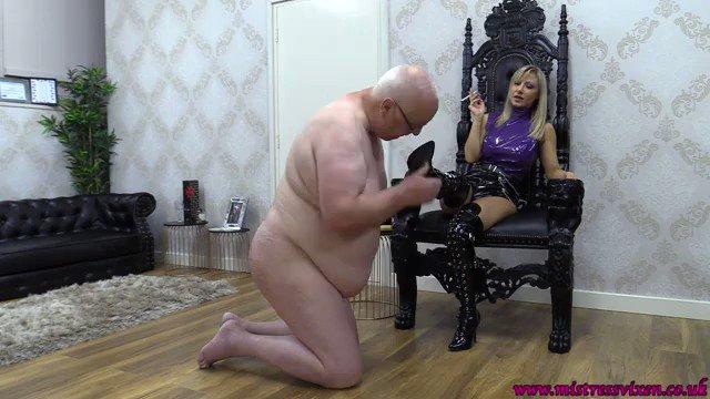 Someone is Enjoying my Content! You should, too! Mistress Vixen - Smoking hot iwe.one/MapRe