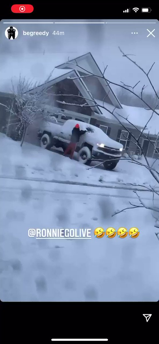 Ronnie Harrison attempting to clean the snow off his truck this morning 😂 #Browns (via Greedy Williams IG)