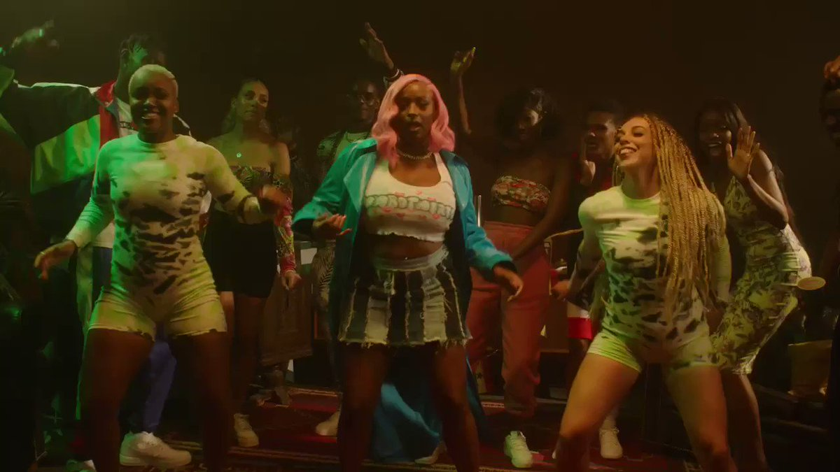 To join the #KarmaDanceChallenge here is the routine you need to learn!  👇🏾 Can you CUPPY DAT?