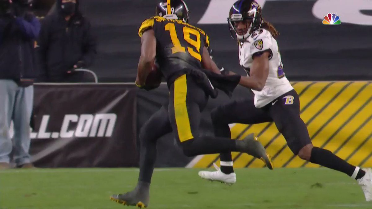 Replying to @SportsCenter: JuJu with the grown man stiff-arm 😳💪  (via @thecheckdown)