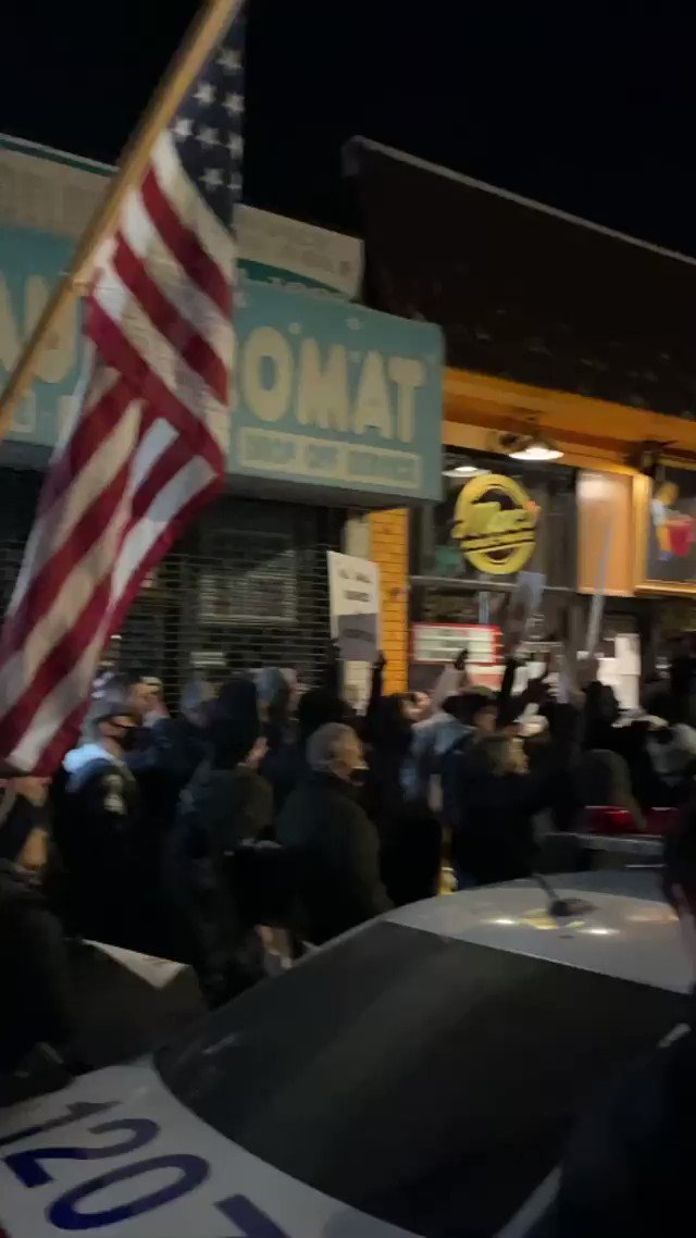 HUNDREDS of patriots have turned out to support the Staten Island bar owner who was arrested for opening under Governor Cuomo's lockdown!  New Yorkers are fighting to take our freedoms back!!! 🇺🇸