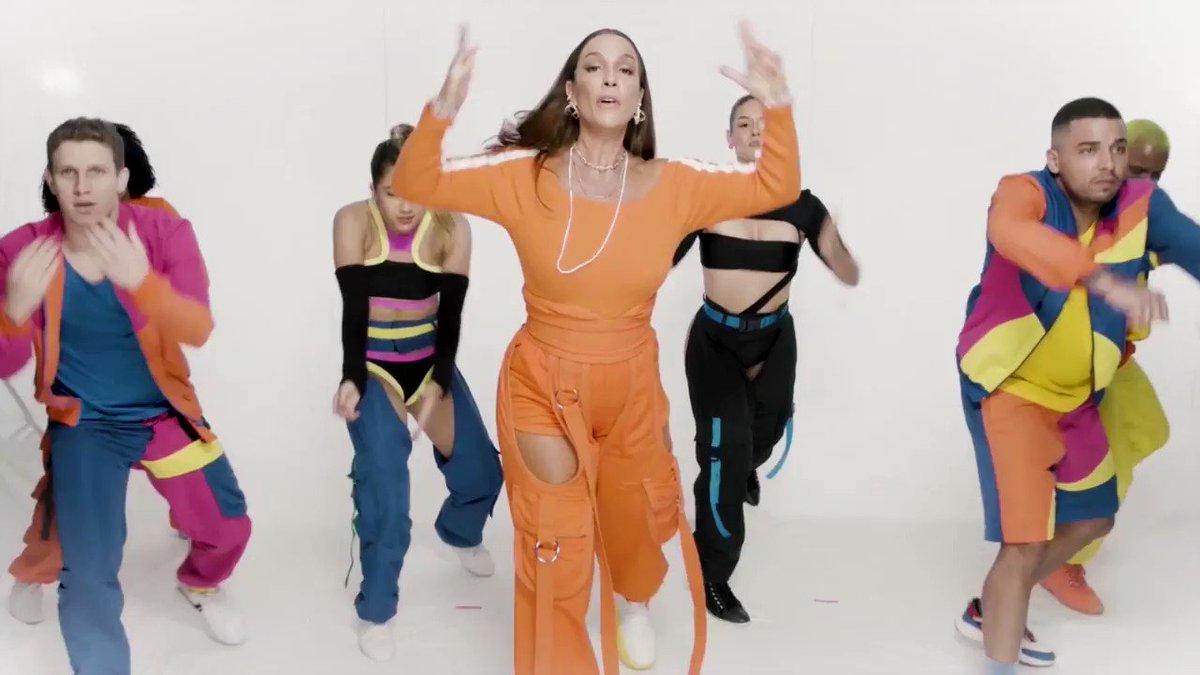 Ela se acha a bailarina!! Veja mainha dançando a coreografia completa lá no meu canal do Youtube!    @mczaac