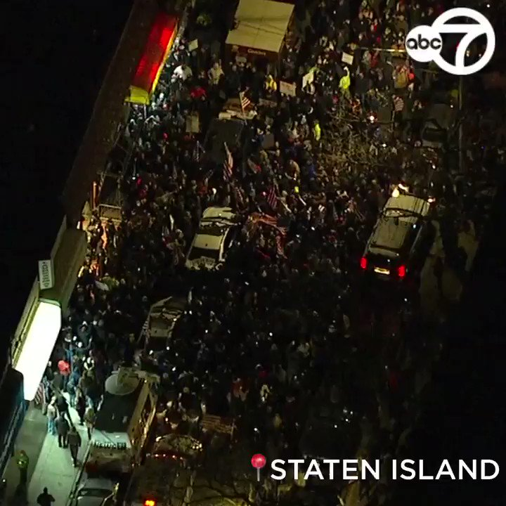 A huge group of people gathered outside the Staten Island bar – in the middle of a COVID hot zone – that was shut down last night by police for violating pandemic safety rules. Many could be seen carrying the American flag.