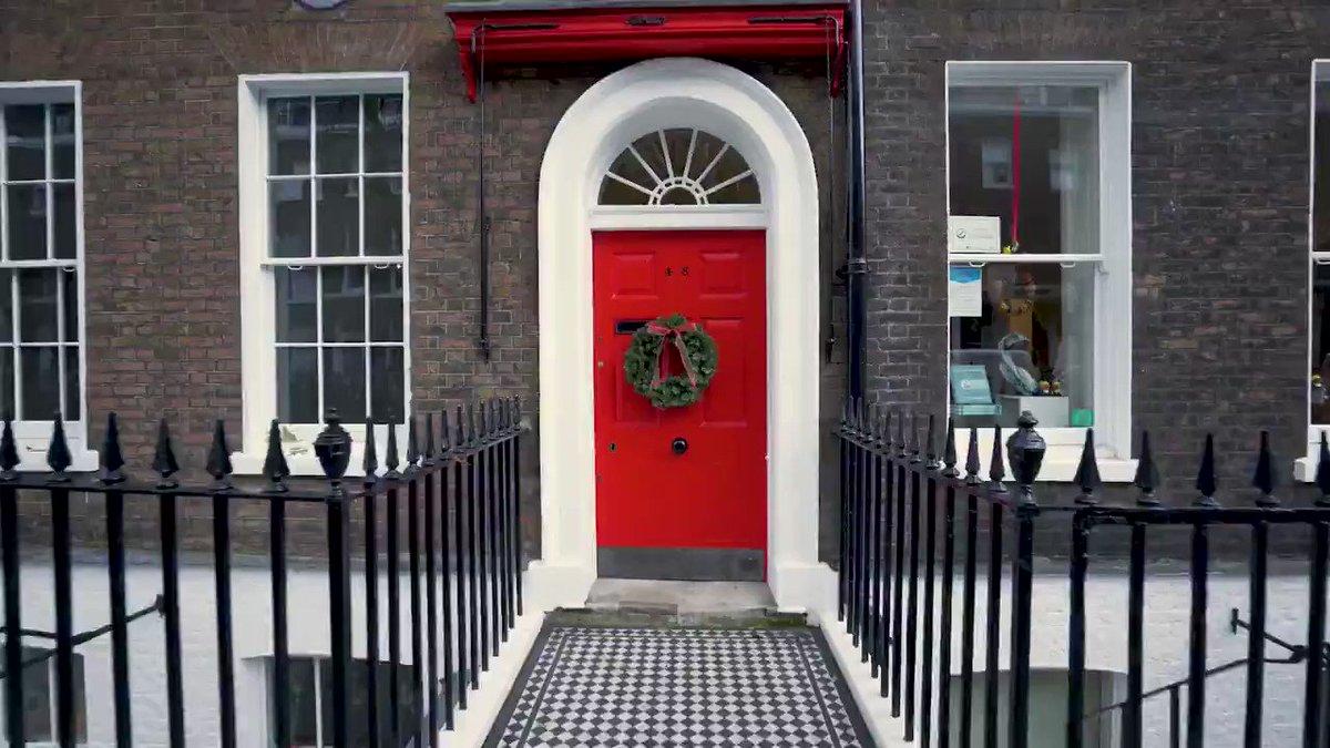 🎧 Festive #CharlesDickens Museum all Decorated for #Christmas   #Dickens #DickensMuseum #London #ENGLAND #ThingsToDo #FestiveSeason #HistoricHouse #MuseumLife  @DickensMuseum @CONTEMPRA_INN🌹