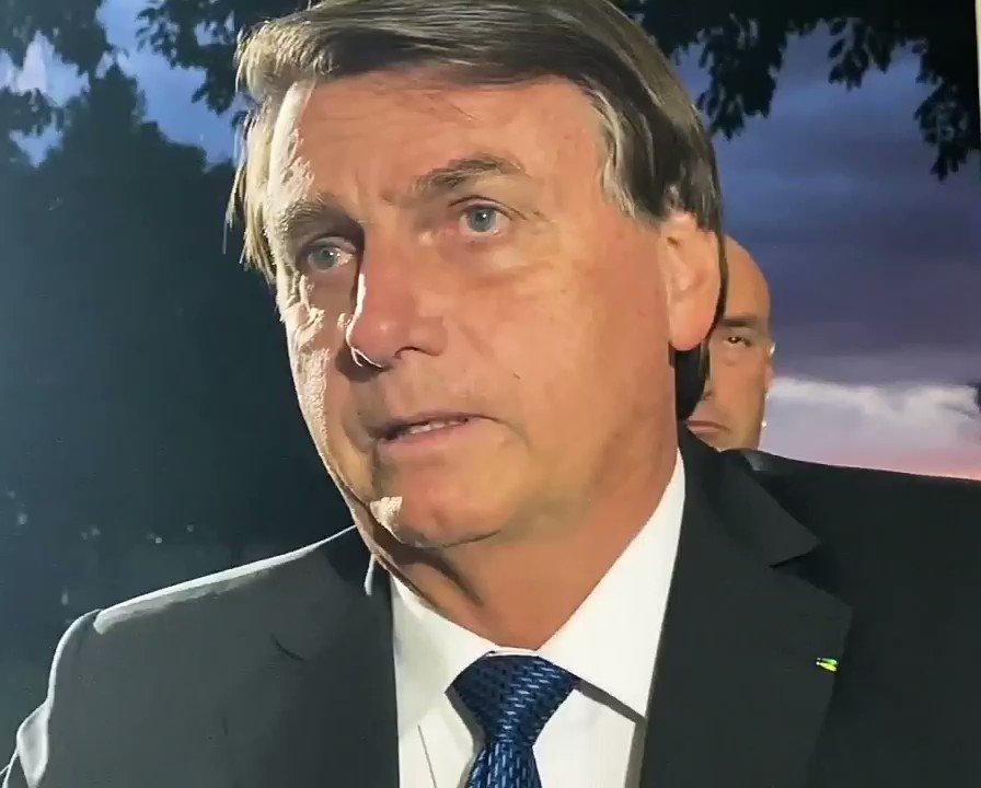 Estamos em dezembro e Bolsonaro continua defendendo a tese de que mandou desligar o aquecimento elétrico da piscina do Alvorada - que na realidade utiliza aquecimento solar desde 2002