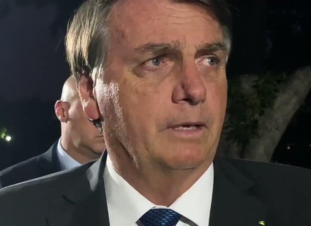 """""""Eu não chutei nada na questão do vírus, tudo o que eu falei deu certo"""", afirma Bolsonaro sobre sua gestão na pandemia que resultou em 174,5 mil brasileiros mortos por Covid-19 e grandes cidades à beira de um colapso na saúde nesse momento"""