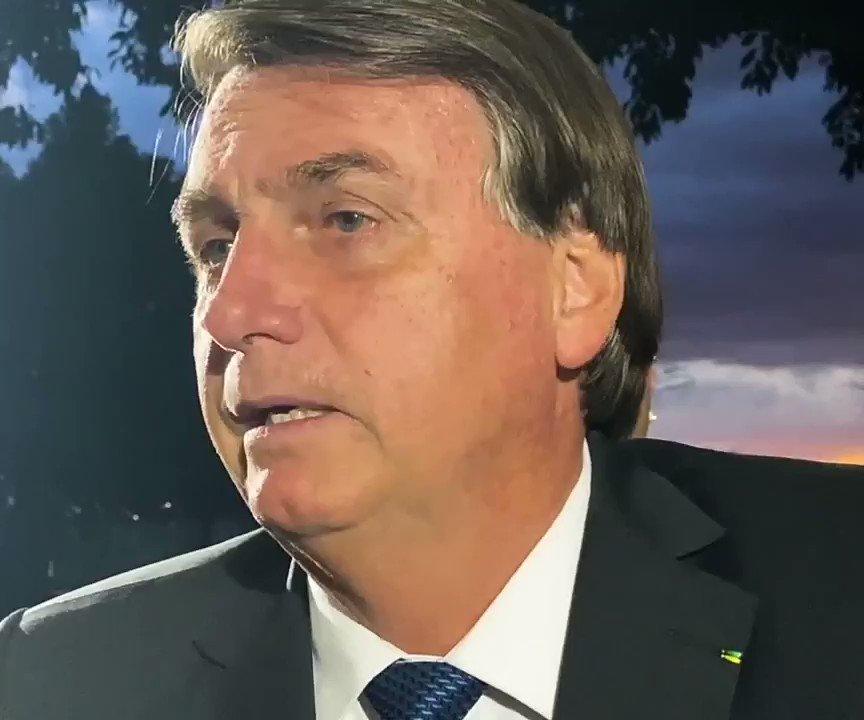 """""""Eles me protegem porque preferem eu do que o vice"""", diz Bolsonaro ao justificar gastos excessivos com segurança e alimentação por meio do cartão corporativo"""