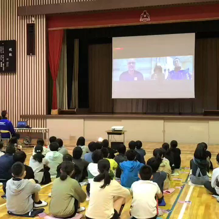 U.S. Men's Head Coach John Speraw 🇺🇸 spoke with children in Mishima, Japan 🇯🇵 about the Tokyo Olympic Games! ❤🏐  #mishima #三島市 #hosttown #ホストタウ #Volleyball #バレーボール #Tokyo2020 #olympics #オリンピック #徳倉小 #TeamUSA @usembassytokyo @JohnSperaw https://t.co/qRXEDLlj1Q