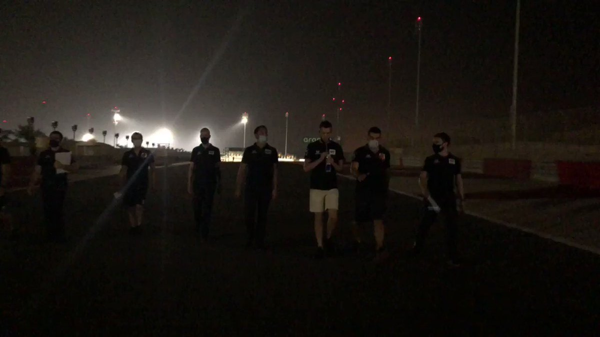 Track walk with @kvyatofficial, but turn the lights off halfway through to make it more interesting 👌   #AlphaTauri #F1 #SakhirGP 🇧🇭