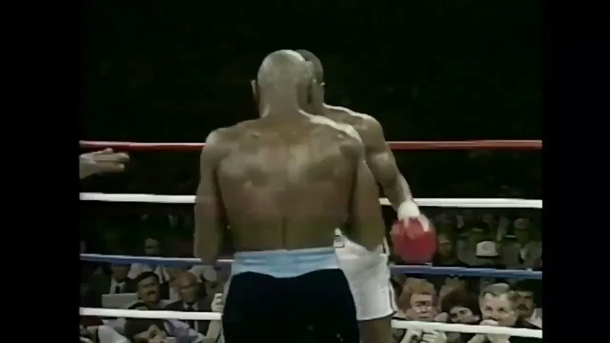 When legends come to @CaesarsPalace @vegas #vegas #onlyvegas @sugarrayleonard Marvelous #MarvinHagler #sports #books #boxing 🥊🥊 https://t.co/DBkt15ZN4t