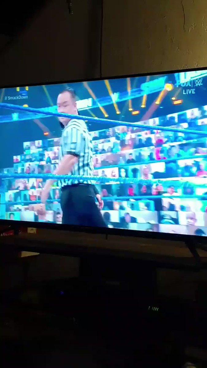 @itsBayleyWWE 🖤💙🖤💙🖤 vs @NatbyNature 💗🖤💗🖤💗 with #ESTofWWE @BiancaBelairWWE 💋🖤🤍🖤🤍🖤💋 on commentary. #SmackDown #SmackDownOnFox