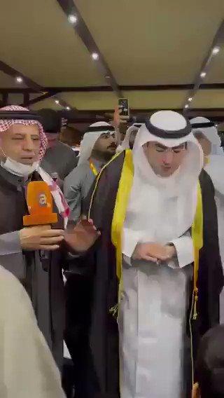 #الكويت| #فيديو.. #عبدالكريم_الكندري يرتدي بيشت الفوز بعد ثباته في المركز الاول بالنتائج الأولية في #الدائرة_الثالثة  #انتخابات_مجلس_الأمة_2020