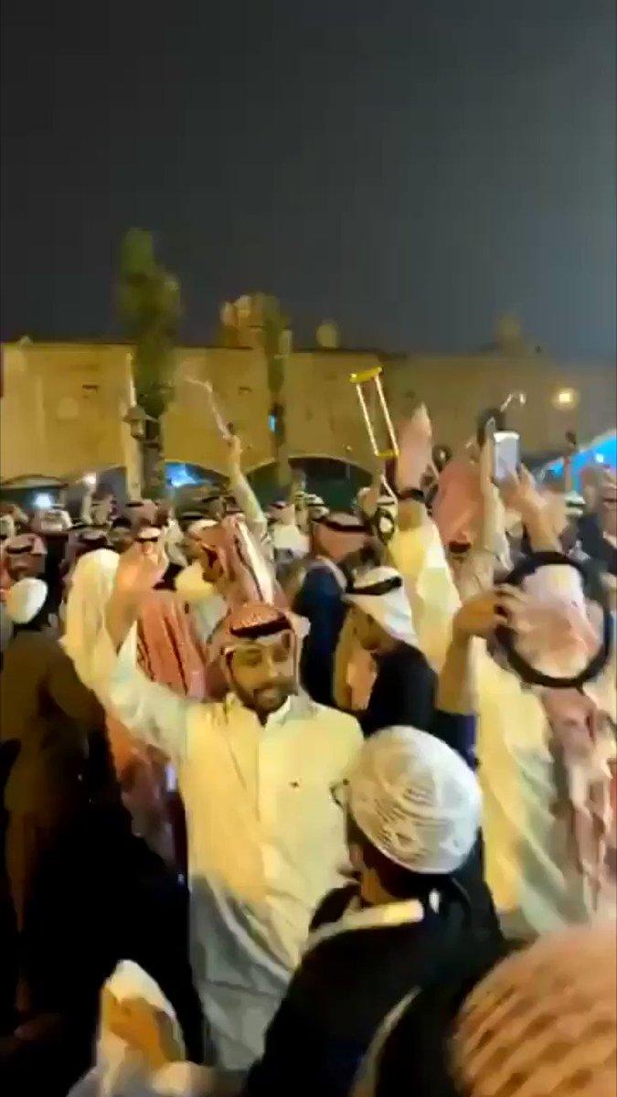 #فيديو /   أنصار #مرزوق_الخليفة يحتفلون   بفوزه وحصوله على 3603 صوت حتي الأن في #الدائرة_الرابعة النتائج الأولية   @MarzuqAlkhalifa   #الدائرة_الخامسة #مجلس_الأمة #انتخابات_مجلس_الأمة_2020