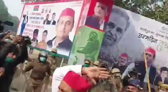वैसे मैं किसी पार्टी को कार्यकर्ता नही हूँ पर इस वीडियो को देख कर लगा इसे शेयर करना चाहिए। #नहीं_चाहिए_भाजपा