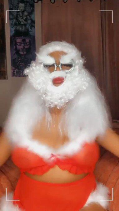 GET INTO THE CHRISTMAS SPIRIT!! SHAKE THEM TITTIES! https://t.co/KmpEqo7lSr