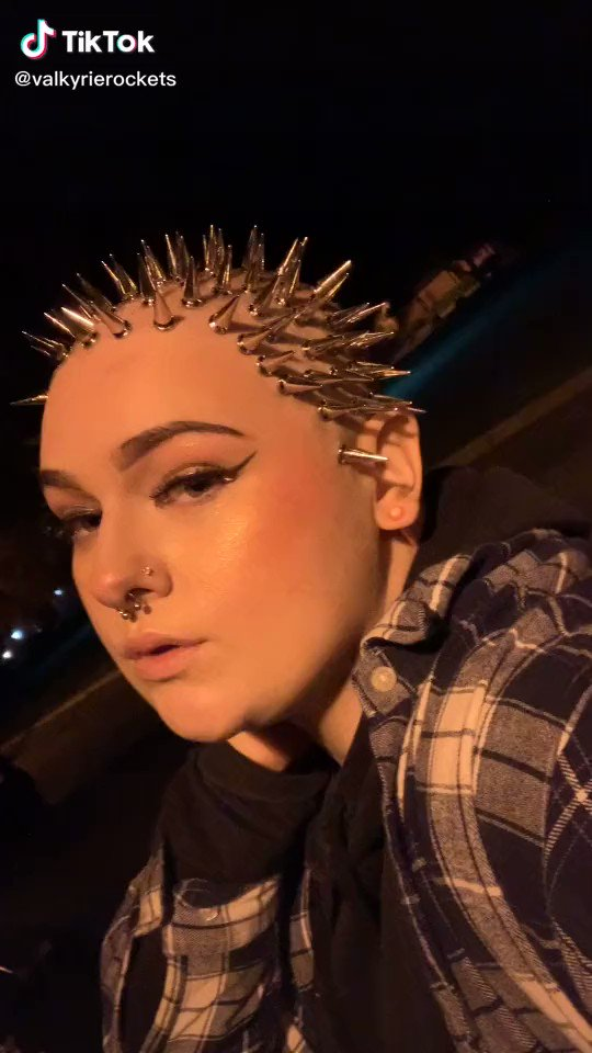 bleached my hair 2 times the other day because im impatient and now my hair is lich rally falling off as we speak😛 bald era 2021 coming thru