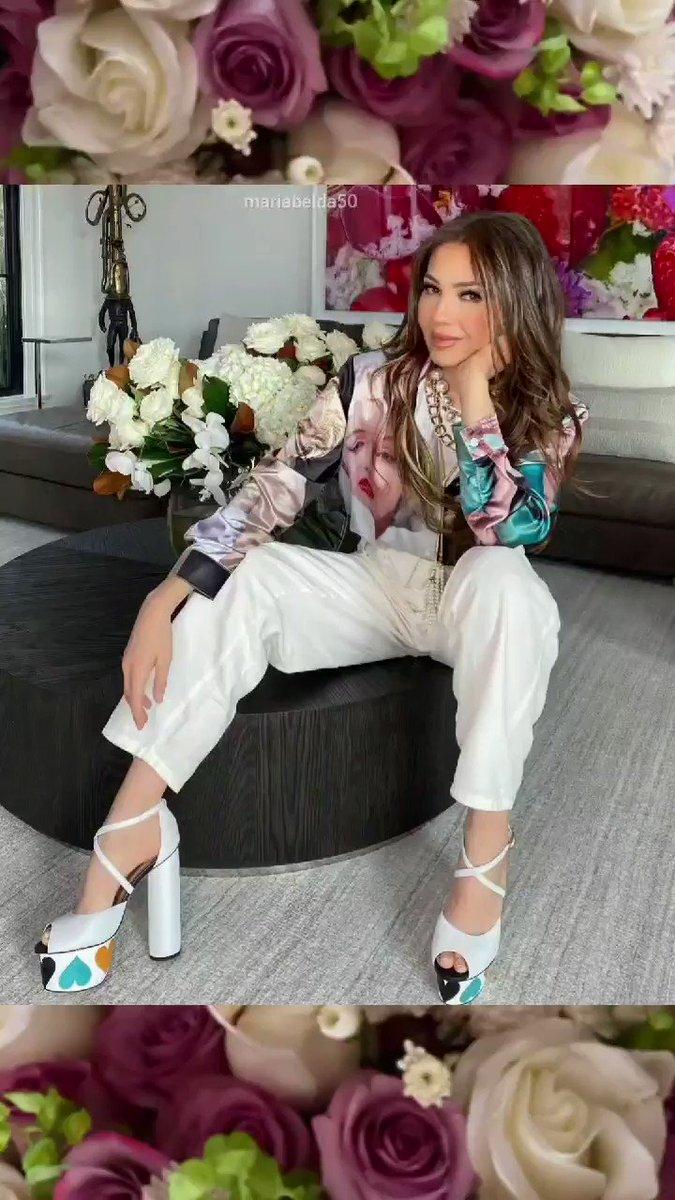 @thalia con la joyería #thaliasodicollection perlas, collares, aretes brazaletes.... 🥰🥰 @Macys 🎄⛄🎄⛄🌟 #nycity #MerryChristmas #thalia #thalifans  #Macys #FYP #ReinaDelPopLatino #emperatrizdelabelleza