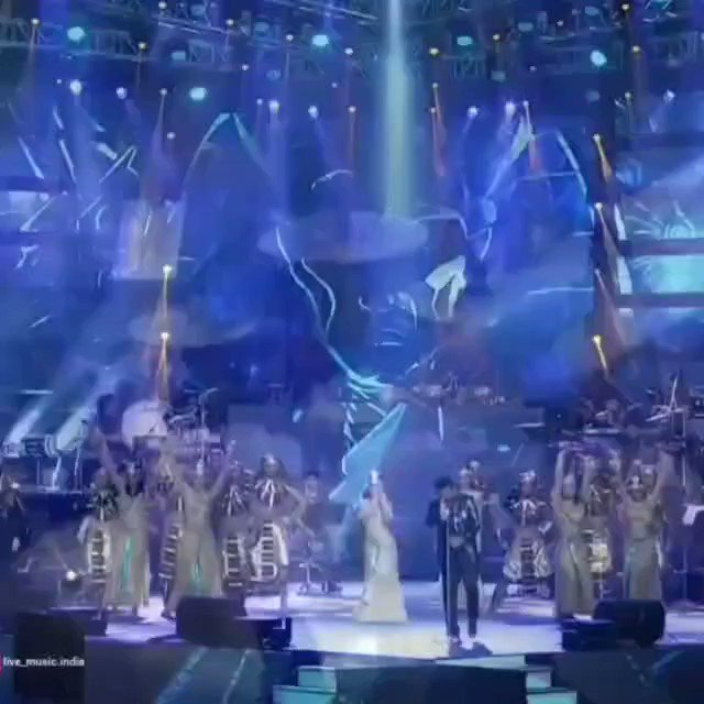 It feels like yesterday, sharing the stage with the legendary @arrahman sir and the amazing @jonitamusic. We performed the song #Humma with the whole arrangement along with mind-blowing production and the talented dancers, left the audience speechless.  #concert #raghavsachar