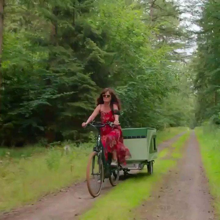 E-bike Camper Trailer For Solo Travelers!😯😍❤️ Read More ➡  #bikepacking #carbon #bikelife #cycling #cyclinglife #cyclinggirl #cyclingphotos #cyclingpics #girlsonbikes #strava #stravacycling #amls #advancedmanufacturing #campertrailer #desert #offroad