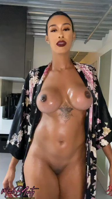 Happy #TittyTuesday 🎉  Lemme see them tits & links! 👀👇🏽 https://t.co/MVZp0bW0Lw