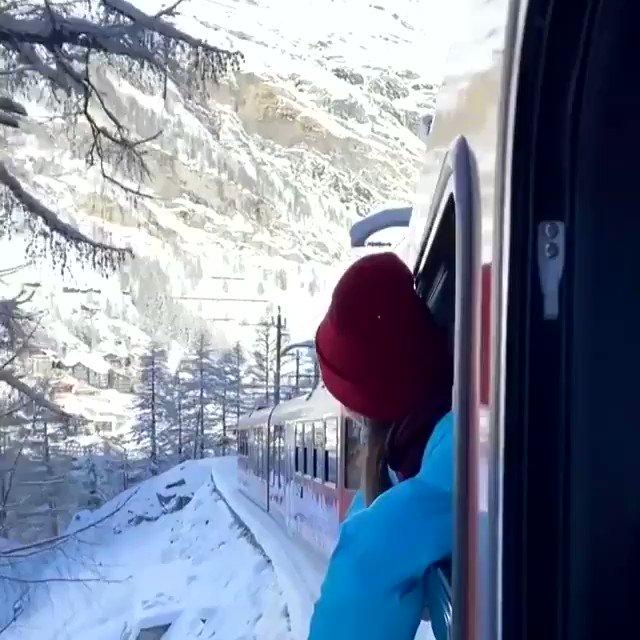 Frecciabianca direzione Winter Wonderland! 🚂❄️ #zermatt #winterwonderland #whitexmas #zermattmatterhorn #cervino