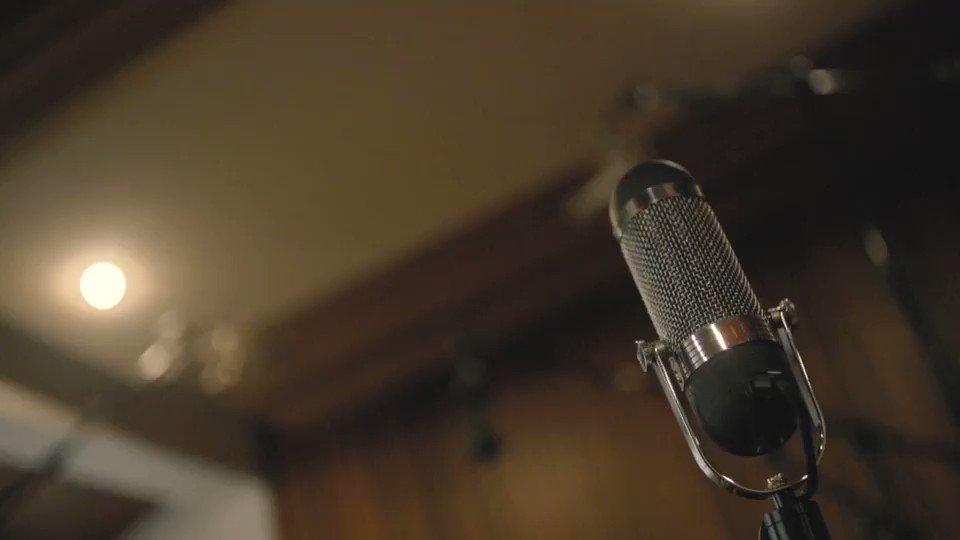 """Confira a gravação de """"Cartas e Versos"""". A música continua a ecoar pelo Brasil! Ouça nos aplicativos de música e na programação das rádios @radiojbfm, @sparadiso , @novabrasilfm , @RadioAlphaFM , @radioglobossa, @grupoatarde  e muito mais!  #EquipeFrejat #CartasEVersos"""