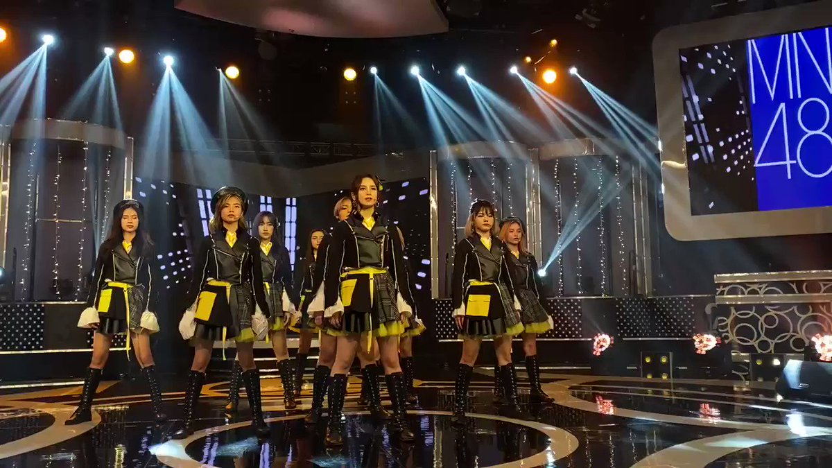 """Do you hear the stomp of their feet, their moves is actually captivating. Try, search MNL48 on Youtube and watch their Latest Music Video 'River'   """"안경 유무"""" """"머리 스타일"""" #HWAA4thWin #연준이에게_물어봐 #제노버블"""