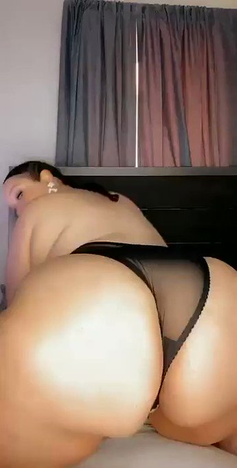 BBW ass fetish lovers follow me & join my onlyfans link below 🔥 https://t.co/OwJO4JQEBb
