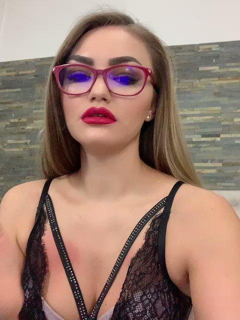 Model - LizzieGrey Blonde
