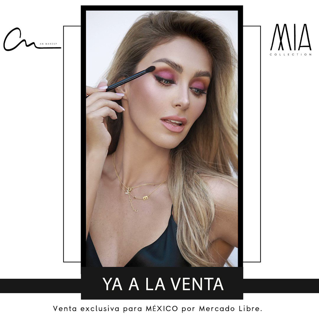 #MIAPALETTE venta exclusiva @ML_Mexico 💕 El Regalo perfecto 🤩 #BecomeYourDream #anmakeup1111 . . . . . #makeuplovers #makeupartists #makeupdreamers #makeup #eyeshadows #anahi