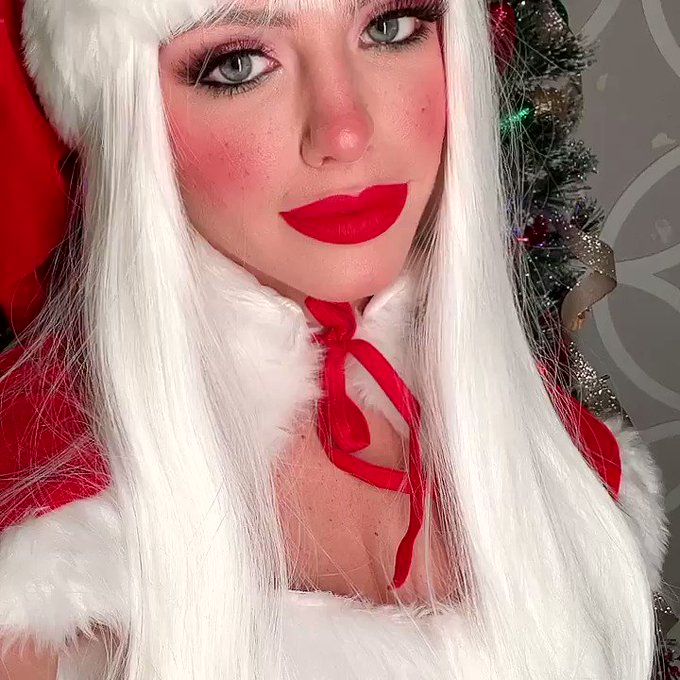 Mrs Claus is live on my twitch right now.  You should come see what she is up to!  https://t.co/V7o0bjtBR3