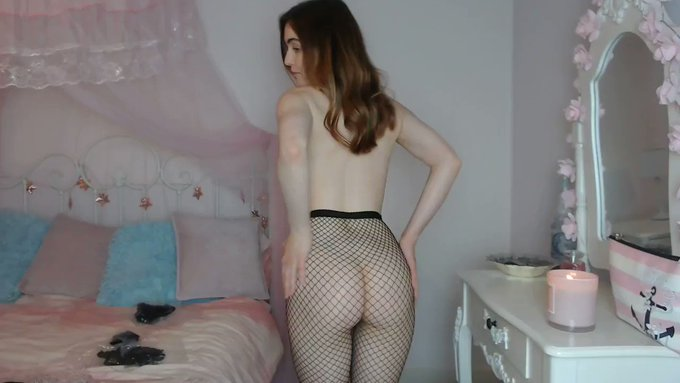 Another vid sold! Fishnet tights try on https://t.co/7JGzeKulT7 #MVSales https://t.co/g0qrRngDb6