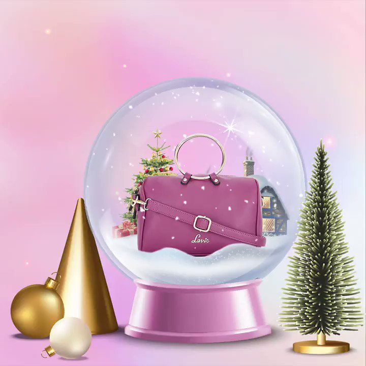 """""""𝗖𝗵𝗿𝗶𝘀𝘁𝗺𝗮𝘀 𝘃𝗶𝗯𝗲𝘀 𝗮𝗿𝗲 𝘀𝘁𝗶𝗹𝗹 𝗼𝗻 𝗼𝘂𝗿 𝗺𝗶𝗻𝗱!"""" Comment your favourite handbag style!  x Click this link to shop this pastel box bag at 65% discount  x #SleighWithLavie #christmasvibes #christmasseason #sparkleandshine #trendyhandbag"""