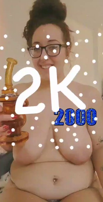 💚As promised , a topless bong rip to celebrate 2k followers! 💙💙💙               ♡                 💙💙💙 💚Celebrate