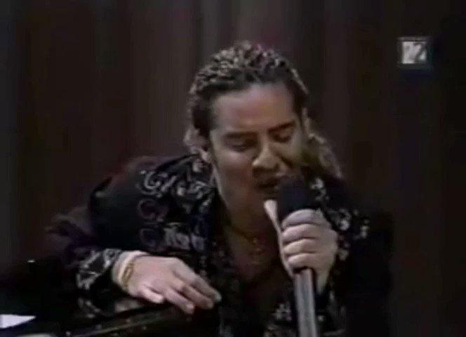 8 años tenía cuando descubrí esta canción. Maravillosa interpretación de @davidbisbal. Puro arte, lo demás es cuento. Genio Manzanero.