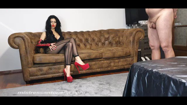 "Watch my new clip ""Amazing session Mistress Antonella"" https://t.co/svJLea4KS1 https://t.co/YzYFr3Mi"