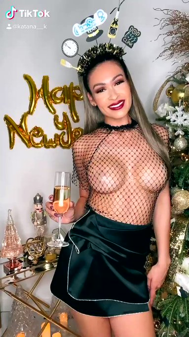 I'm so ready for 2021 🥂 #camsodareels @CamSodaLive https://t.co/QmwMIaOl0T