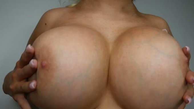 Just made another sale! Playing with my huge fake boobs 1080p https://t.co/DmMie5l7c2 #MVSales https://t