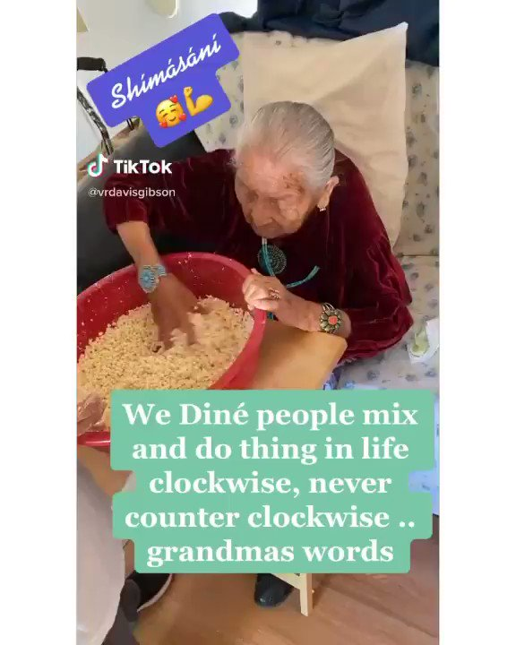 💗Always a blessing to cook and spend time with my mom and grandma. 💥🌾Do you know what the Native American grandmother is cooking? ➡️  #NativeAmerican #native #NativeTwitter #nativewomen #nativeamericanheritagemonth #nativeamericanheritageday #INDIGENOUS