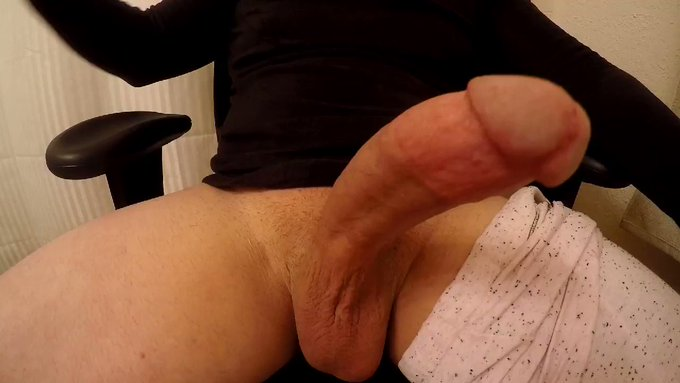 I need someone to gag on my cock till one of us throws up. Lol https://t.co/0EVWfBmARh https://t.co/