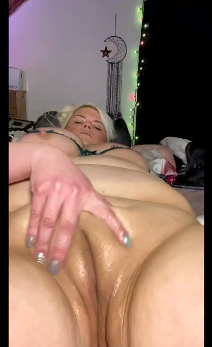 Oiled up slap & jiggle my fat pussy video up on my pornhub‼️😍 Links in bio😘 #bbw #bbwpussy #busty #fatpussy