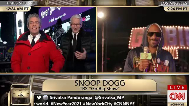 Replying to @gifdsports: Snoop Dogg broke Anderson Cooper