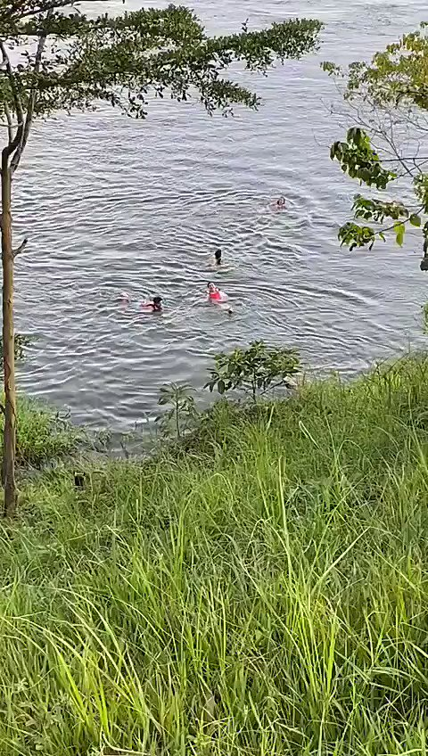 Swimming in the Nile ,the one in the red life jacket ...that's me😛 😁.. with Radha , Shiraz and Aryaman ... we didn't last very long though ... the current was strong and we wondered what if the crocodiles came looking for lunch 😂😂😂...