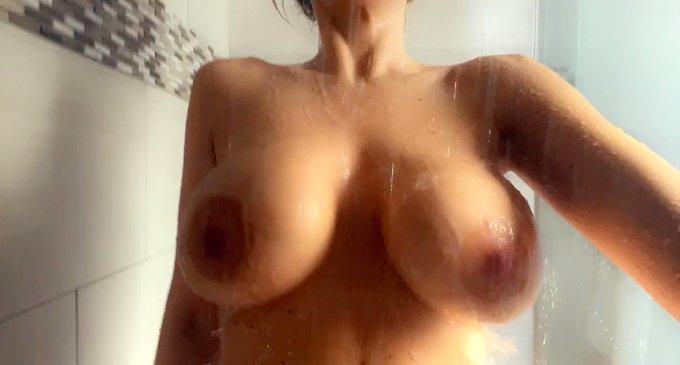 First shower of 2021 💦💦  https://t.co/0WdJUd0f4a https://t.co/Iv4oXo9vPf
