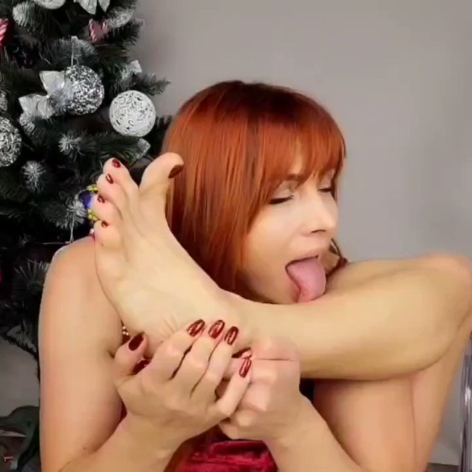 hmmm  would you lick? https://t.co/3ESc9KZOcR watch full video in my feed  #feetworshipping #sexycalves