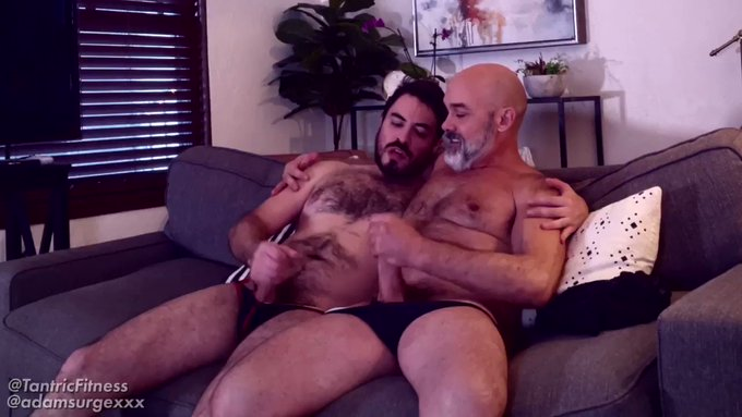 MALE BONDING THROUGH BATING! @adamsurgexxx is one of the planets top MASTURBATORS and I was lucky enough